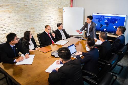 Ông Trần Văn Tỉnh - nhà sáng lập, Tổng giám đốc tập đoàn IMM cùng các thành viên ban lãnh đạo IMM Group.