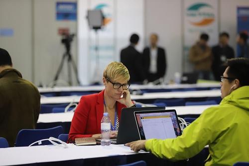 Nước tinh khiết TH true WATER đồng hành với các phóng viên quốc tế trong quá trình tác nghiệp