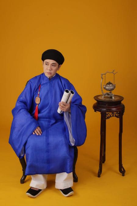 Các nghệ sỹ kỳ cựu từ Bắc chí Nam như Thành Lộc, Hữu Châu, Chiều Xuân, Chí Trung... cũng tham gia chia sẻ về chia sẻ về khai bếp, chuyện nhà ngày Tết.