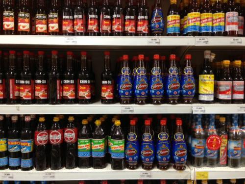 Các thương hiệu nước mắm được bày bán trong kệ một siêu thị. Ảnh: L.T.