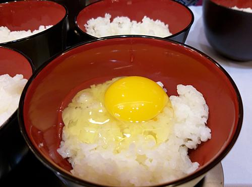 Trứng gà ăn liền. Ảnh: Thi Hà