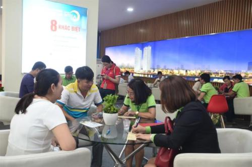 Nhiều khách hàng tận dụng chương trình ưu đãi để xuống tiền đầu tư dự án Saigon Intela.