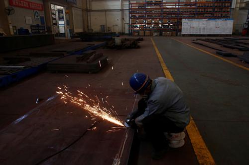 Công nhân trong một nhà máy của Trung Quốc. Ảnh: Reuters