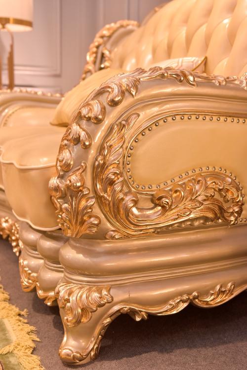Họa tiết Hoa Lan tây rát vàng 24K - đặc trưng của phong cách pháp, kết chuỗi như vòng nguyệt quế, biểu tượng cho đỉnh cao của thành công, vinh quang.