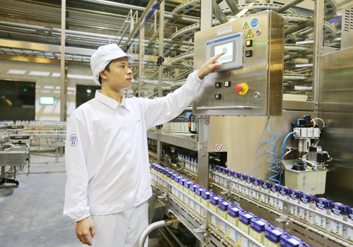 Dây chuyền sản xuất được tự động hóa.
