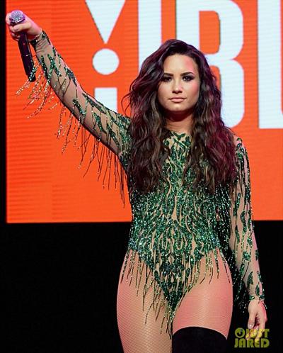 Nữ ca sĩ Demi Lovato tại lễ hội âm nhạc JBL Sound Fest. Nguồn: Just Jared.