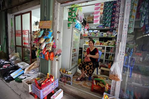 Kênh bán lẻ truyền thồng là các chợ và cửa hàng tạp hoá chiếm gần 75% thị phần.Ảnh: MH.