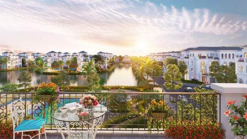 Từ ngay ban công nhà, mọi tiện ích và miền xanh mở ra trước mắt cư dân Vinhomes Marina.