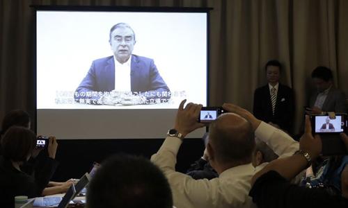 Đoạn video của cựu Chủ tịch Nissan được công bố hôm nay tại Tokyo - 5 ngày sau khi ông bị bắt lần 2. Ảnh: Bloomberg