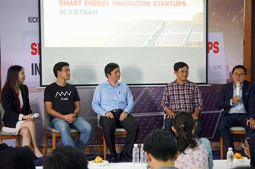 Các chuyên gia thảo luận về cơ hội startup năng lượng thông minh tại TP HCM hôm 10/4.