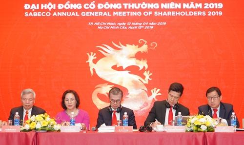 Ban lãnh đạo Sabeco tại phiên họp thường niên sáng 12/4.