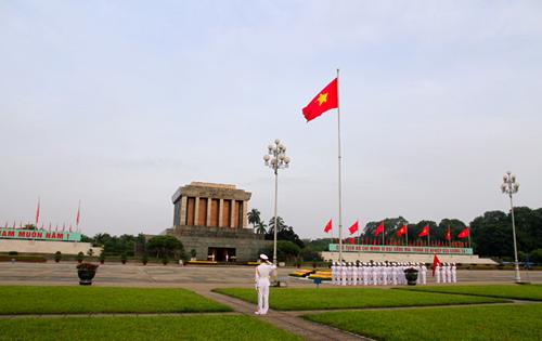 Lễ thượng cờ tại Lăng Chủ tịch.