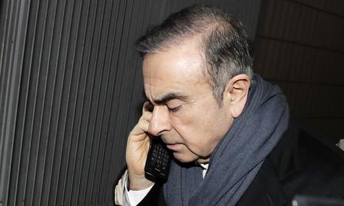Cựu chủ tịch Nissan bị buộc thêm tội mới