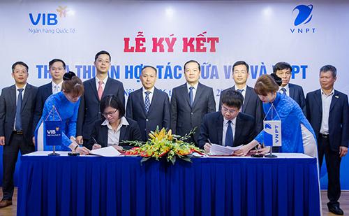 Lễ ký kết hợp tác giữa VNPT và VIB.
