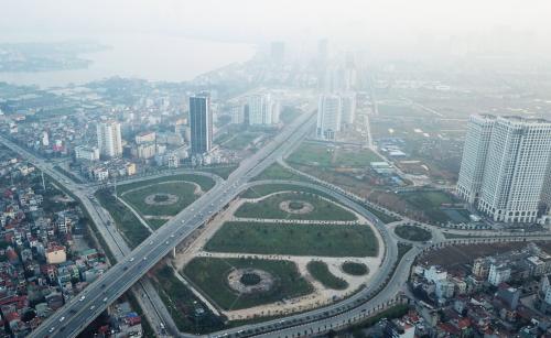 Được khánh thành đầu năm 2015, đường Võ Chí Công nhanh chóng trở nên sầm uất và đóng vai trò quan trọng cho giao thông của Hà Nội.