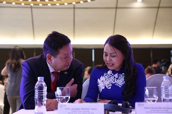 ông Trương Gia Bình cho rằng, vấn đề quan trọng nhất là phụ nữ phát triển mạnh nhận thức.