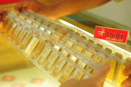 doji 1556763096 1433 1556763155 - Giá vàng miếng giảm cả trăm nghìn đồng mỗi lượng