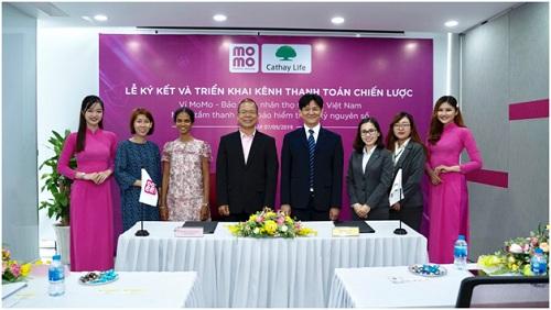 Đại diệnCathay Life Việt Nam và các đối tác tại lễ ký kết.