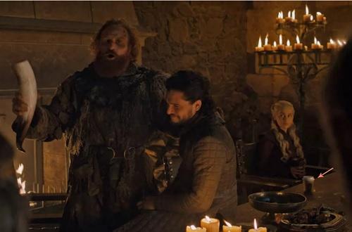 Ly cà phê trong cảnh quayphimGame of Thrones.
