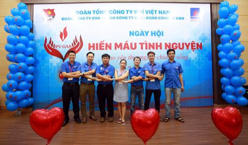 Đoàn thanh niên PV GAS cụm Bà Rịa - Vũng Tàu hiến máu hhân đạo
