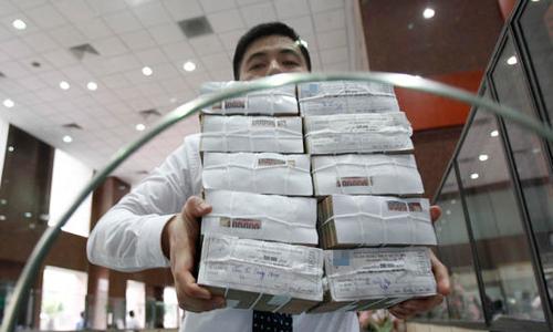 Fitch Ratings đánh giá nợ công của Việt Nam có những diễn biễn tích cực. Ảnh: Reuters