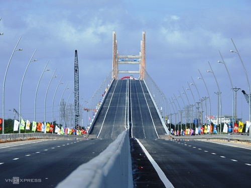 Cầu Bạch Đằng (Quảng Ninh). Ảnh: Minh Cương