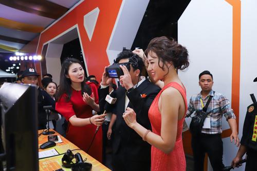 Trấn Thành, Hari Won cũng tham dự sự kiện, hào hứng trải nghiệm những ứng dụngCenHomes.