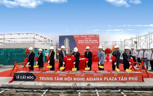 Đại diện chủ đầu tư và các đối tác tham gia nghi lễ khởi công dự án Asiana Plaza Tân Phú.