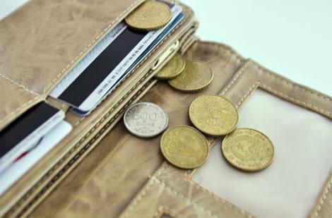 Tiền xu đã bị dừng lưu thông từ tháng 4/2011. Ảnh: AQ
