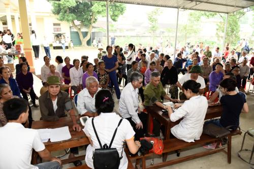 Chương trình khám bệnh miễn phí thu hút hàng trăm người dân huyện Thọ Xuân, Thanh Hóa.