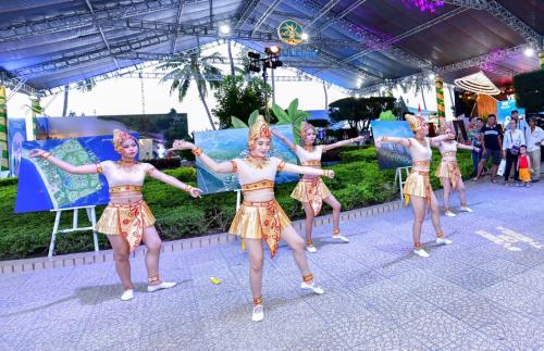 Gian triển lãm của Phú Long hút khách tham quan tại Festival biển Nha Trang - ảnh 2