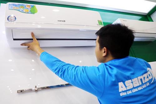 Năm nay Asanzo đặt kế hoạch cung ứng cho thị trường 300.000 sản phẩn điện lạnh với mặt hàng chủ lựclà máy lạnh. Ảnh: Hữu Khoa.