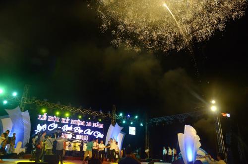 Màn pháo hoa chào mừng Vịnh Lăng Cô tròn 10 năm được công nhận Vịnh đẹp thế giới được biểu diễn hoành tráng.