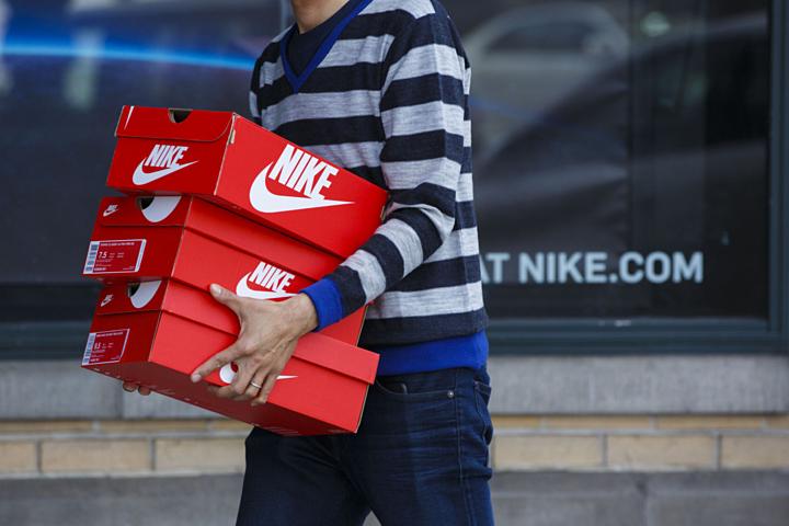 Nike, Adidas kêu gọi Trump không tăng thuế với giày dép từ Trung Quốc - Kinh Doanh