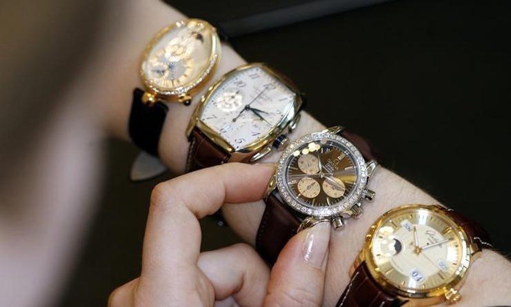 Bé 9 tuổi không được hoàn thuế cho đồng hồ 6 tỷ đồng - Kinh Doanh