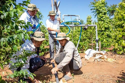 Nông dân Trần Văn Nhiên - Quảng Hiệp, Cư MGar, Đắk Lắk chia sẻ kinh nghiệm tái canh cà phê thành công với Drip Protection.