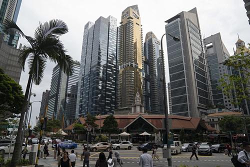 Các tòa nhà cao tầng tại Singapore. Ảnh: Bloomberg