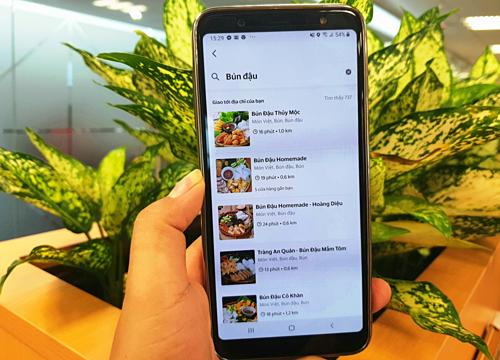Ngày càng nhiều khách hàng gọi đồ ăn qua mạng.