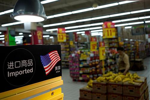 Hàng nhập khẩu Mỹ tại một siêu thị ở Thượng Hải (Trung Quốc). Ảnh: Reuters