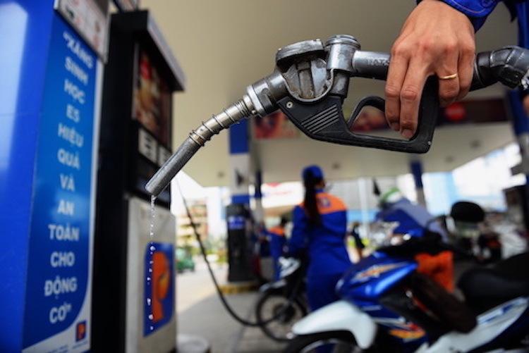 Giá xăng tiếp tục giảm - VnExpress Kinh Doanh