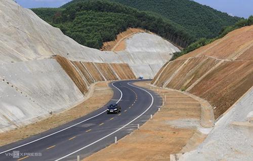 Cao tốc La Sơn - Tuý Loan sẽ nối vào cao tốc Bắc - Nam. Ảnh: Võ Thạnh
