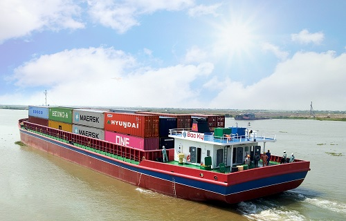 Vận chuyển hàng hóa bằng sà lan có nhiều ưu điểm so với vận tải bằng đường bộ.