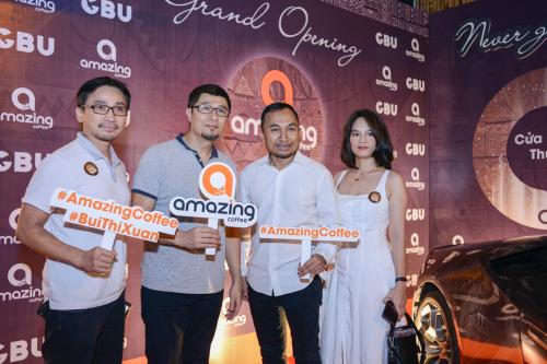 Đạo diễn Charlie Nguyễn và Jimmy Phạm Nghiêm tham dự sự kiện khai trương.