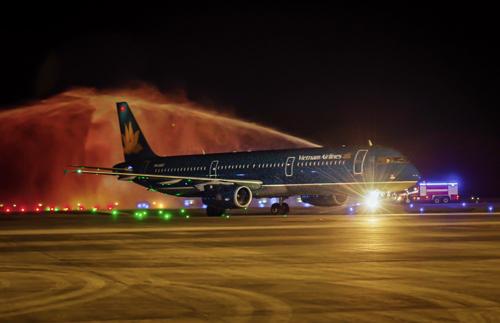 Chuyến bay quốc tế đầu tiên của Việt Nam hạ cánh xuống Vân Đồn