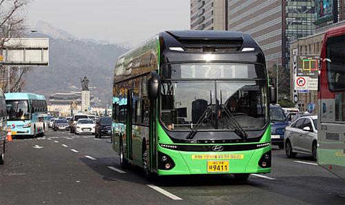 Đề xuất đầu tư nửa tỷ USD làm xe buýt điện 17 chỗ ở TP HCM - ảnh 1