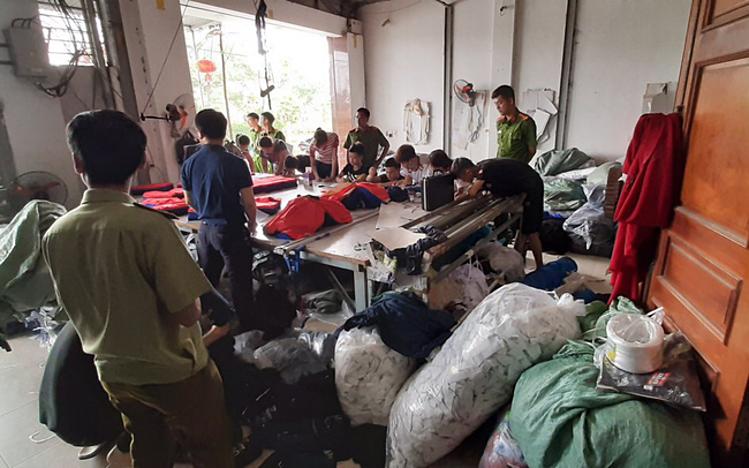 Hàng nghìn sản phẩm nghi nhái Nike, Uniqlo, Adidas - VnExpress Kinh Doanh
