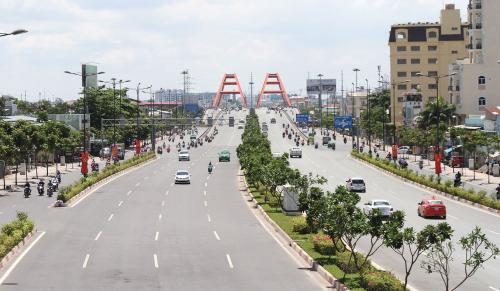 Đại lộ Phạm Văn Đồng giúp di chuyển dễ dàng thẳng đến sân bay quốc tế Tân Sơn Nhất.