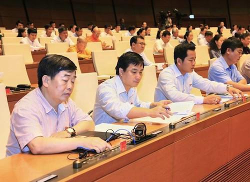 Các đại biểu bấm nút thông qua dự án Luật tại Quốc hội. Ảnh: Trung tâm báo chí Quốc hội