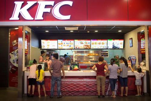 Bên trong một cửa hàng KFC tại Hà Nội. Ảnh: Bloomberg