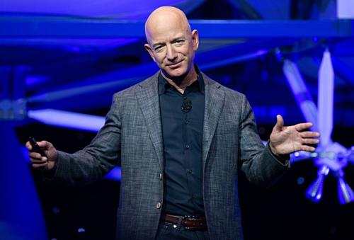 Tỷ phú Jeff Bezos tại một sự kiện củaBlue Origin gần đây. Ảnh: AFP